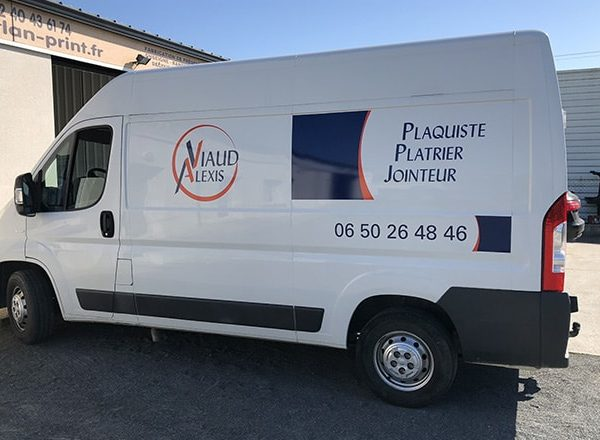 Alexis Viaud est plaquiste, plâtrier et jointeur à Nantes et ses environs